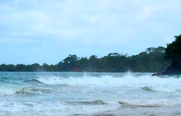Intimidating waves at Red Frog Beach end